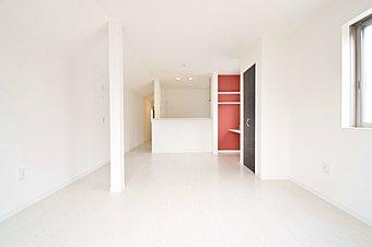 奥行きのある縦長のリビングになりますので家具の配置の自由度の高い間取りになります。