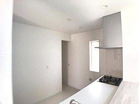 3号棟キッチン キッチンの奥には広々とした収納があります。