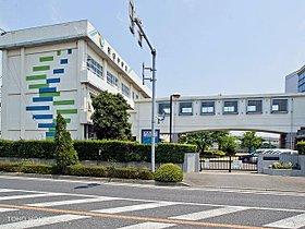 戸田市立美笹中学校まで1710m