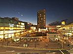 武蔵小金井駅の南口は再開発で整備され、ロータリーを南北に挟んだ「nonowa」は様々な商店が入ったショッピングセンターとなってます。