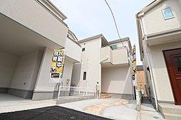 対面キッチン型の開放的なLDK、収納豊富な2階建ての新築一戸建て