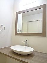 ゆとりあるおしゃれな洗面室です!