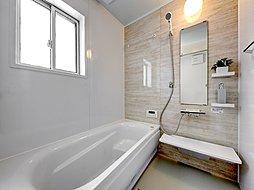 温かみのある落ち着いた色の浴室です。