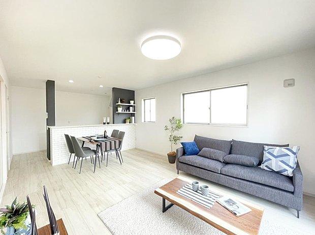 ■リビング 16帖のひろびろリビングダイニング(*^^*)大きなソファーや家具を置いてもゆとりのある空間です♪