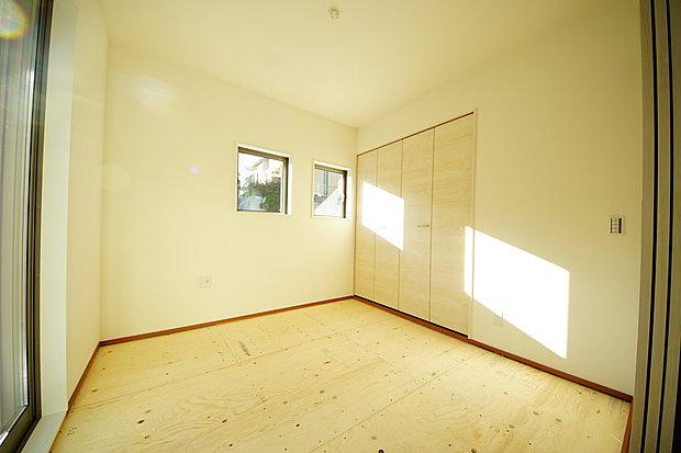 【和室】和室4.5帖はリビングに隣接した居室押入れ収納付