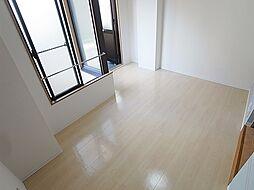 グランディール須磨の窓が多いので室内明るいですよ。