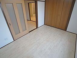 クラシス西山の洋室