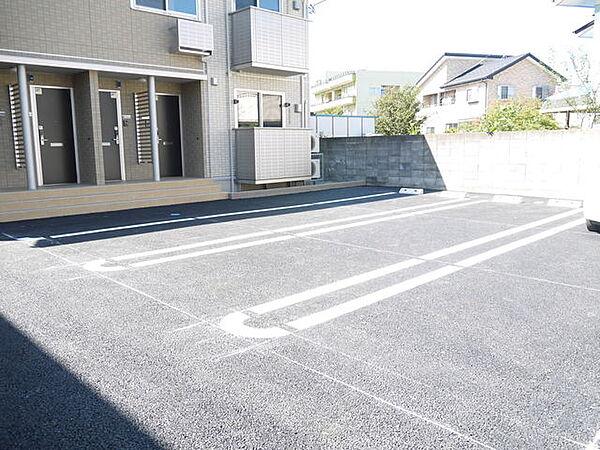 レジェーロIIの駐車場