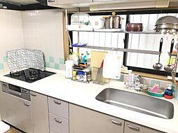 広々とスペースが取れるキッチンです