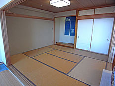 和室 畳は表替えが必要ですが、それ以外はきれいです
