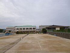 日立市立泉丘中学校(932m)