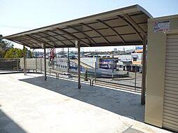 ベイサイドテラス ANNEX Bの屋根付きの駐輪場もあります。