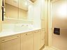 大きく見やすい三面鏡で清潔感ある洗面台。収納も多く、コスメ等もスッキリとしまえます。,3LDK,面積72.82m2,価格4,199万円,西武新宿線 田無駅 徒歩4分,,東京都西東京市田無町3丁目