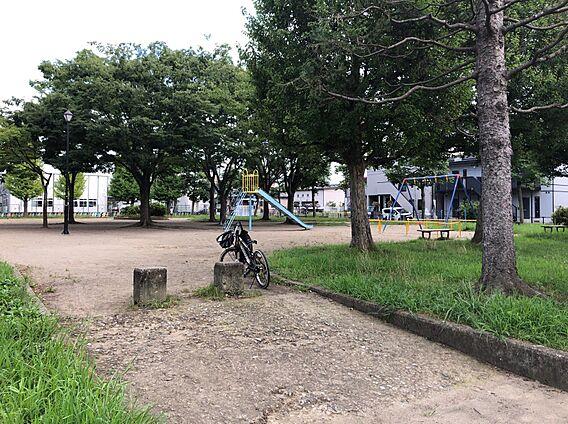 尼坪公園へ徒歩...