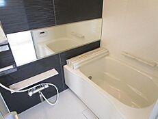 リフォーム後/浴室既存のお風呂を解体し0.75坪の新品に交換致しました。浴室全体が新品です。毎日入るお風呂は綺麗な方がいいですよね。