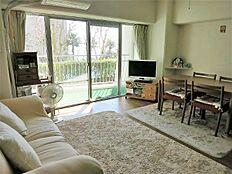 お部屋は1LDKタイプです。日当たりも良く清潔感のあるお部屋です。