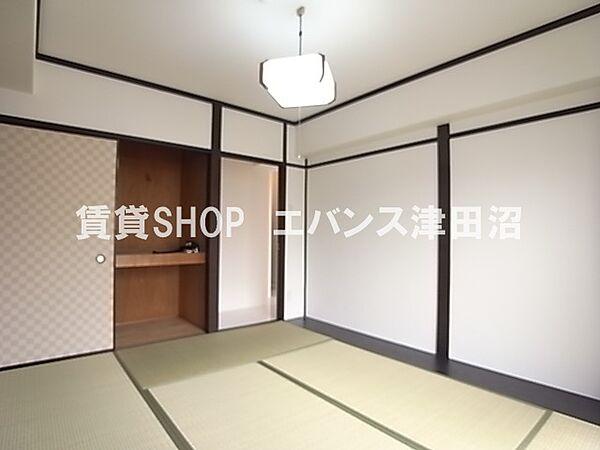 千葉県船橋市前原西6丁目の賃貸マンションの開放的な寝室です