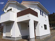 当社提携建築会社施工例。標準公示価格1,580万円(準防火使用)。