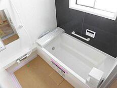 リフォーム中の浴室の画像です。ハウステック製のユニットバスに交換します。