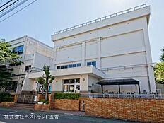 江戸川区立上小岩第二小学校まで160m
