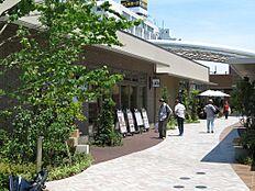 駅前には「nonowa武蔵小金井」や「MUSAKO GARDEN」が完成し、多数のショップが有り、たいへん賑わいのある駅に変貌しました。