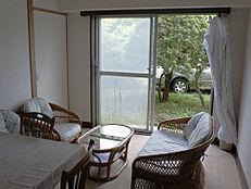 もうひとつの和室も窓付き