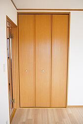 南東洋室には大きなクローゼットが付いています