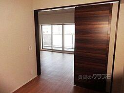 S-GLANZ大阪同心の収納付き洋室です。