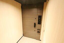 玄関部分です。セキュリティ機能が充実しています。