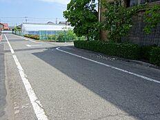 運転に不安な方も安心な前面道路公道幅員たっぷり6.0m初心者マークの方も安心ですね
