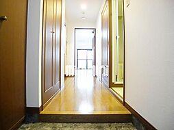 西田ビルの玄関