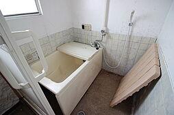 換気ができる窓のある浴室