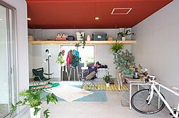 1階部分は駐車場です。BBQなどアウトドアリビングとしても活用できます。また車やバイクいじりに使うなど趣味の部屋としても大活躍。