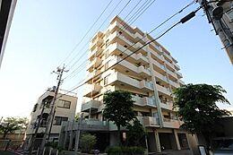 (外観)平成7年8月築。8階建ての2階部分です。三方角部屋につき陽当り・通風良好。現在空室です、お気軽に内覧して頂けます。