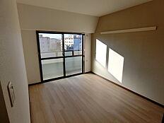 内装済で明るい居室