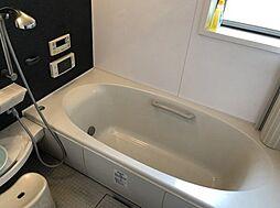 ゆったりとした入ることのできる浴室