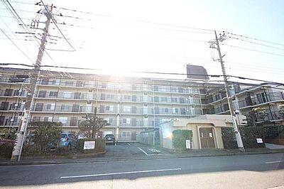 太陽に愛され、陽当り・通風に優れた魅力的で快適さを追求したマンションです。ここに住むからこそ意味がある。そんな特別感に浸りながら、毎日をお過ごし下さい。,3LDK,面積71.68m2,価格3,380万円,JR南武線 武蔵新城駅 徒歩8分,東急田園都市線 梶が谷駅 徒歩26分,神奈川県川崎市高津区新作6丁目1-10