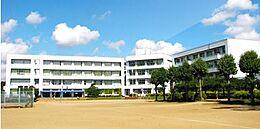 牛久市立下根中学校(1367m)
