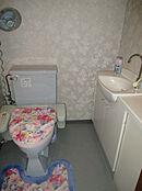 トイレに手洗い用の洗面