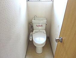 リフォーム中 トイレ 便器・便座新品交換、床クッションフロア張替、壁・天井クロス張替、照明器具交換予定 温水機能に脱臭機能と毎日快適 白を基調とした爽やかな空間に仕上げます