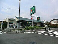 マルエツ伊興店…徒歩9分/720m