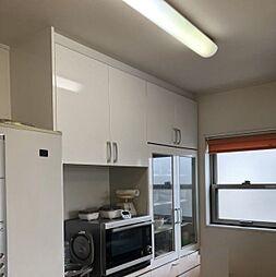 キッチンは収納棚がついているのですっきりしますね