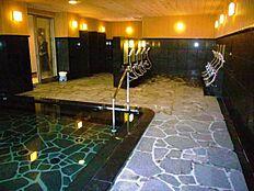 マンション自慢の温泉大浴場。日々の疲れをゆっくりと癒してくれます。