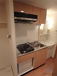 エステムコート梅田・天神橋リバーフロントの冷蔵庫付きの2口ガスキッチン