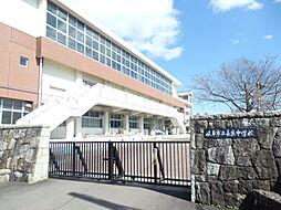 長良中学校まで徒歩約19分。(約1480m)