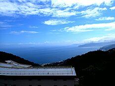 伊豆山の高台から相模湾一望です。