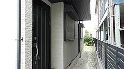 シックなカラーでまとめられたスタイリッシュな玄関。