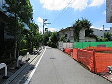 車通りが少なく閑静な住宅街です。