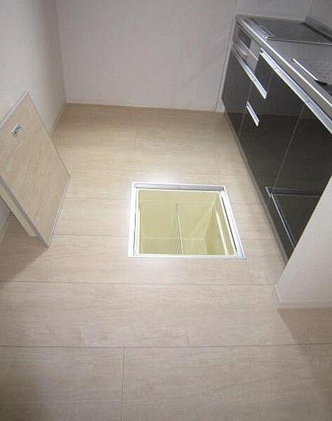 アヴェニーレ西井ノ口の◎キッチンスペースと床下収納