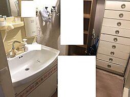 収納があって便利な洗面所